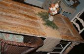 Basura a tesoro: una antigua puerta de madera de la basura se convierte en una mesa de sala comedor