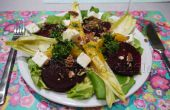Vegetariano ensalada de temporada con aderezo de naranja de perifollo fresco