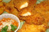 Crujientes dedos de pollo húmedo con fritas rebozadas y salsa de