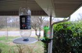 Comedero de botella de bebida recicladas.