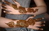 Se ve cómo aplicar el Mehndi en mano para complementar tu Western