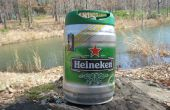 Cómo construir un dique flotante con Mini barriletes de Heineken.