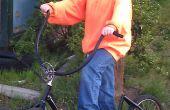 Empuje el Scooter de una vieja bicicleta y piezas recuperadas
