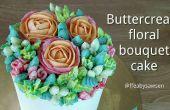 Como para un pastel de bouquet de flores crema de mantequilla - con rosas, tulipanes Papagayo, claveles y bayas de hypericum