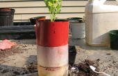 Contenedor de planta de riego del uno mismo de una botella de 2 litros