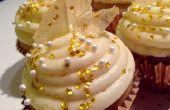 Cupcakes de champán con el caramelo de roca brillante