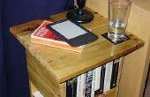 Una mesa/estante para libros de una plataforma