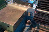 Explotación de la obra: piezas pequeñas en un accesorio del tornillo para CNC o manual de operaciones de fresado