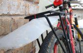 Guardabarros de bicicleta de una jarra de plástico