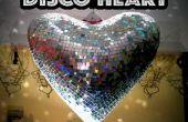 Corazón gigante de discoteca con un presupuesto