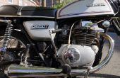 Quitar agarrado y despojado de los tornillos de las cubiertas de motor de moto