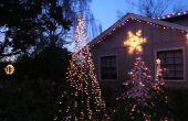 Árbol de secuencia de las luces al aire libre para las fiestas.