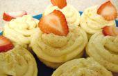 Fácil Peachy-tortas con glaseado de naranja-canela