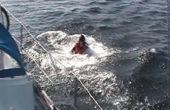Rescatar a alguien caído por la borda de un barco