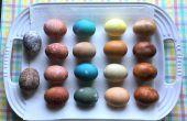 Huevos de Pascua de tinte natural