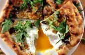 (Casi) Pizza de leña con rebozuelos, huevo y rúcula