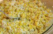 La parrilla de maíz en una taza