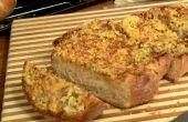 Pan de cerveza con la plantilla de harina de corte láser de ajo