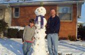 Super alto muñeco de nieve con un sombrero de piña