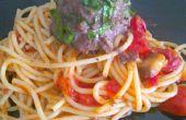 Espinaca-relleno de espagueti y albóndigas