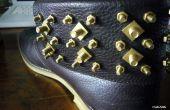 Tuerca y tornillo tachonado zapatos