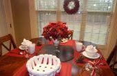 Mesa de desayuno de Navidad de último minuto y decoración rojo