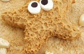 Cereal de Sandy tratar playa coronado con una estrella de mar de mantequilla de maní y relucientes conchas de chocolate blanco.