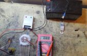A su vez un controlador de carga Solar en la pared con cargador de batería 12v