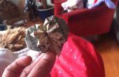 Corazón en Origami con un dólar y un cuarto