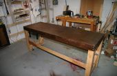Una mesa de montaje de una puerta hueca