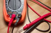 Medir voltaje de cargador de teléfono con un Simple Multímetro Digital básica