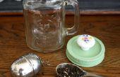 Taza de té de tarro de masón con construido en bola de té