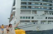 Convertir un crucero completo de personas mayores en una aventura que desafía la muerte