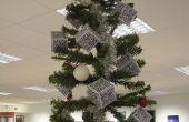 Árbol de Navidad de ueber-Geek con decoraciones de código QR