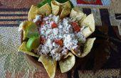 Nachos de ensalada de atún con hierbas