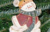Hacer un ornamento de Navidad muñeco de nieve talla