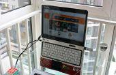 Ergonómico del ordenador portátil soporte hecho de un perchero