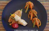 Rollos de pescado Cajun con palitos de vegetales y flores de calabacín fritas