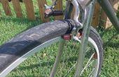 Antigua bicicleta, ruedas nueva - edificio para que los frenos ajuste de un perno.
