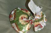 Extrañamente en forma de Navidad regalos con una pieza de cinta de embalaje