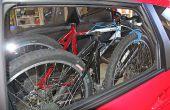 Caben dos bicicletas de montaña y dos personas en un 2014 Honda Jazz (Fit)