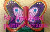 Niños construcción - mano colorear una mariposa de cerámica