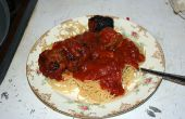Lento cocina espaguetis y albóndigas