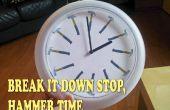 En mi casa, siempre es tiempo de martillo! Clockface con martillos en lugar de horas.