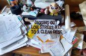 Cava hacia fuera: baja tensión hacia un escritorio limpio