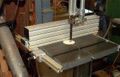 Hacer una sierra de cinta cerca de extrusiones de aluminio