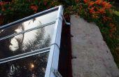 Montaje de varios paneles solares mediante la antigua ventana persianas rieles y hardware