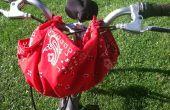¿Práctica Furoshiki: Usando un pañuelo como un portador de manillar de bicicleta
