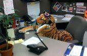 Tigre de cubículo en el trabajo