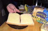 A granel haciendo sándwiches para fiestas hechos más rápido